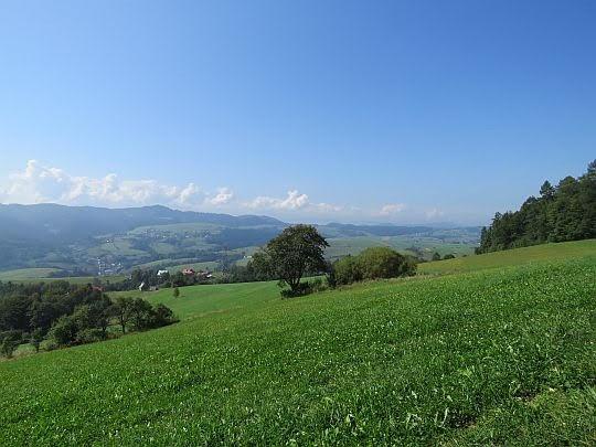 Dolina Krośnicy, a dalej Pieniny.