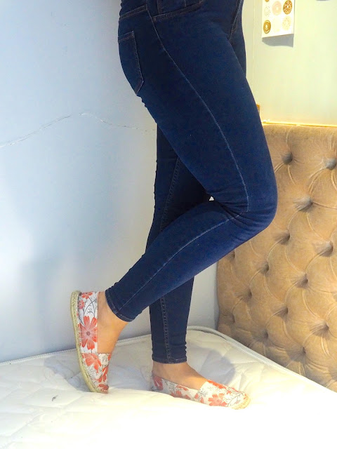 Tropical Storms | outfit details of blue skinny jeans and floral print espadrilles