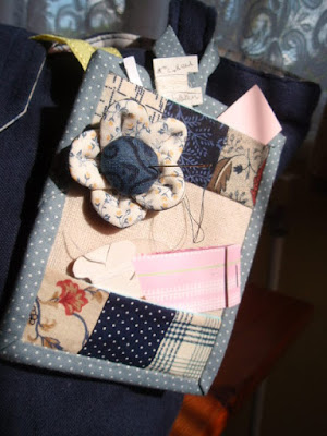 Front view - Mini Sewing Kit
