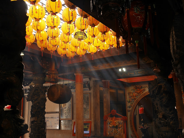 Chinese lanterns viewed from below at the Shilin Shennong Temple (士林神農宮) in Taipei, Taiwan