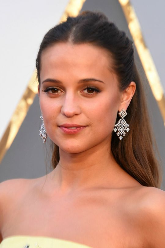 Alicia-Vikander-Oscars-red-carpet