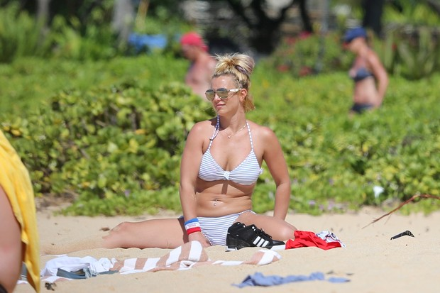 Britney Spears extends on the beach in Hawaii
