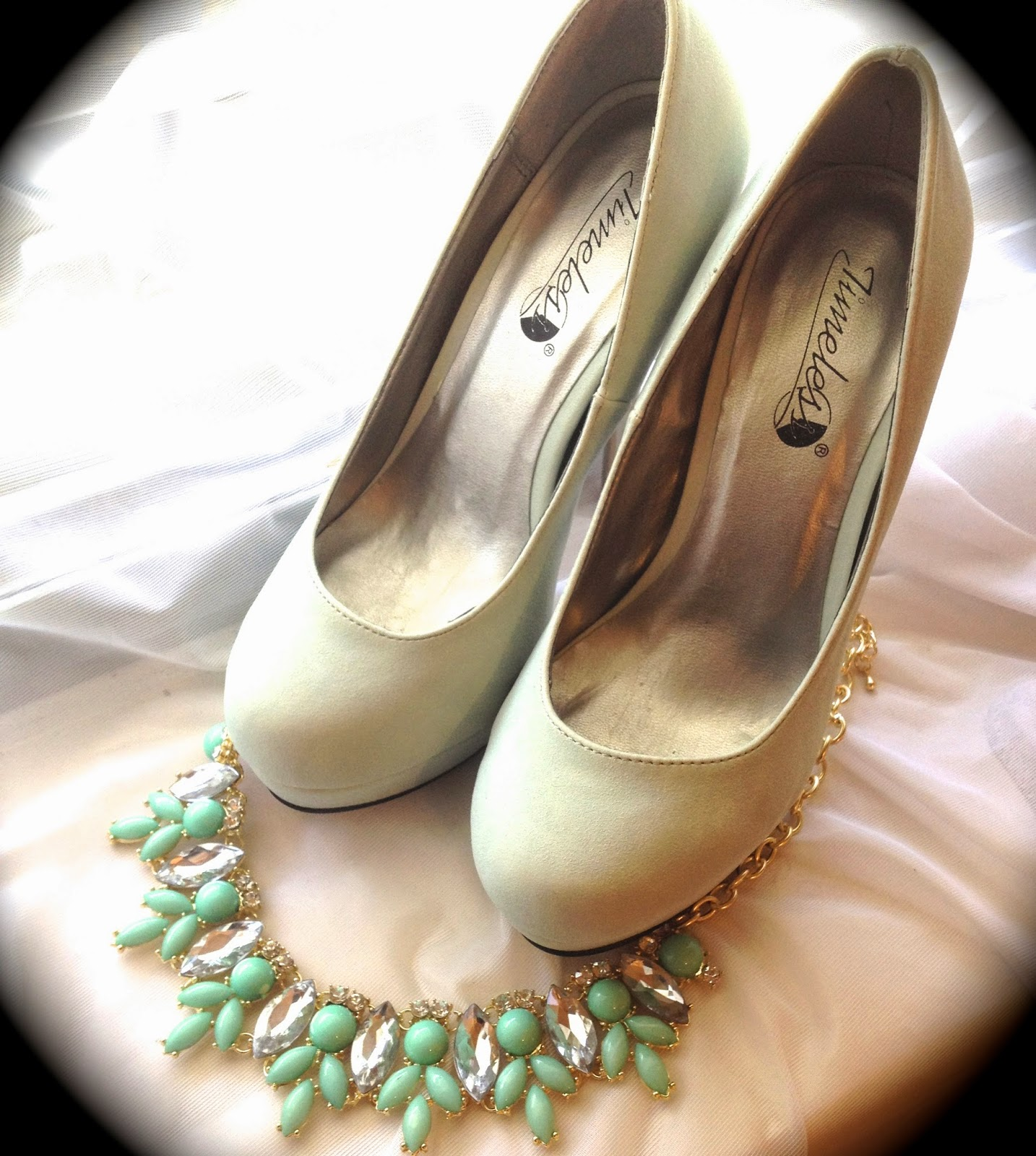 Petite Outfit Ideas: Mint Heels + Mint Necklace || Life as a Petite