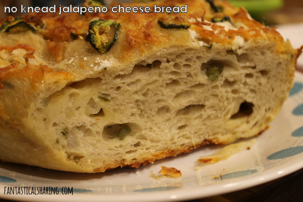 No Knead Jalapeno Cheese Bread // Impress friends and family with this cheesy, spicy bread that, as it turns out, is easy to make, but you don't have to let them know that! #recipe #bread #jalapeno #cheese #castiron