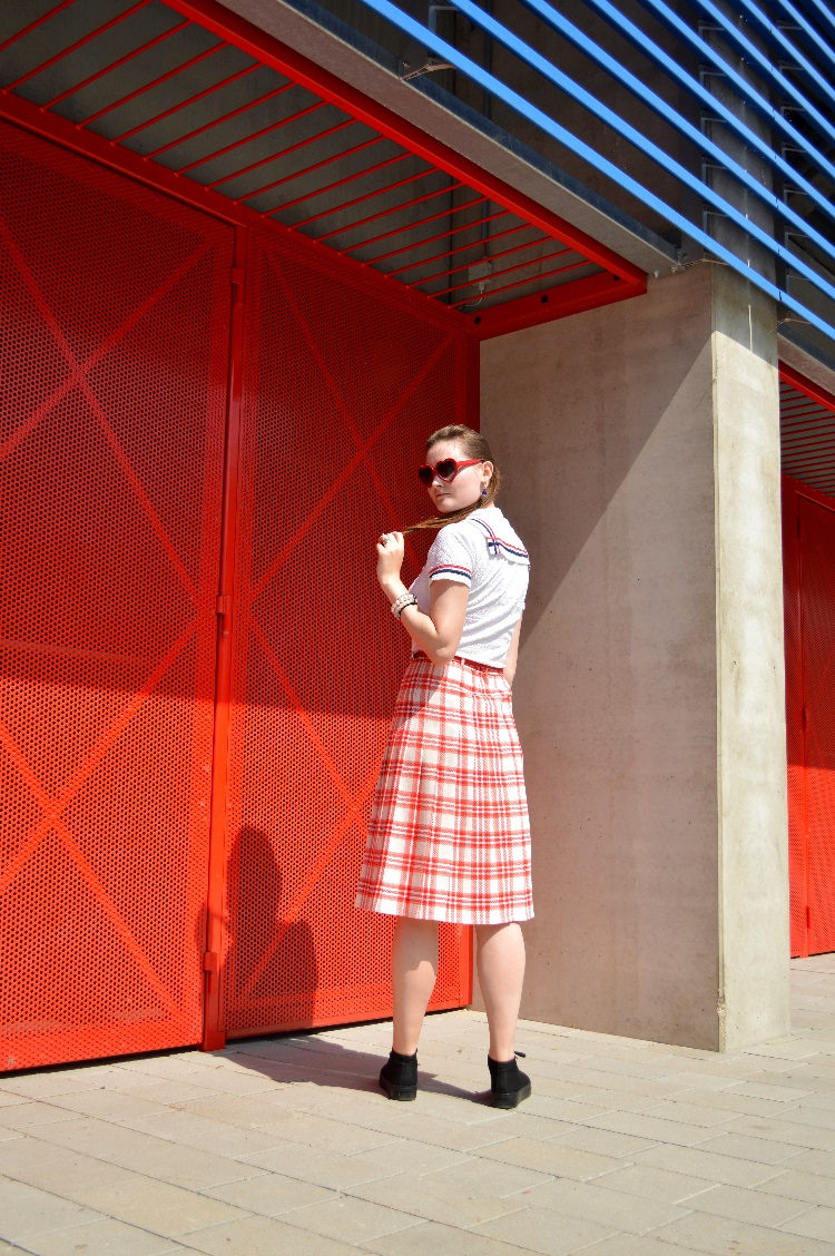 ootd, outfit, quaintrelle, georgiana, quaint, blogger, fashion, personal style, sport, 1950s, red, checkered, secondhand, vintage, navy, vagabond, hipster, c&a, football, berlin