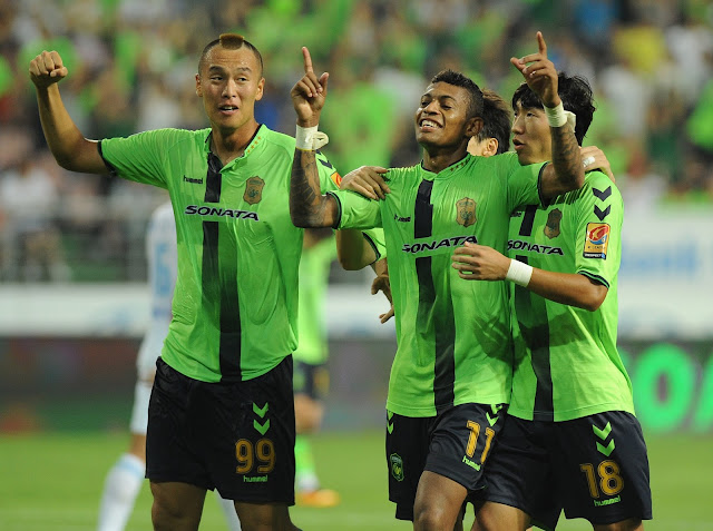 Jeonbuk Hyundai Motors midfielder Lopes celebrates another stunning effort to draw the scores level against Ulsan Hyundai