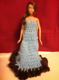 http://translate.googleusercontent.com/translate_c?depth=1&hl=es&rurl=translate.google.es&sl=en&tl=es&u=http://cogaroocrafts.wordpress.com/2012/11/10/heureuse-barbie-dress-pdf-file/&usg=ALkJrhgW09kLeKtqcA8f7bQYI5hzCjr2bw