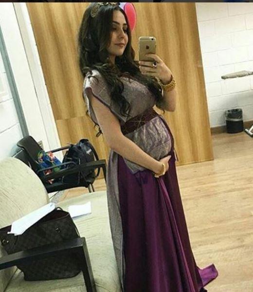 Betânia (Marcela Barroso) vestido grávida, figurino Os dez mandamentos segunda temporada