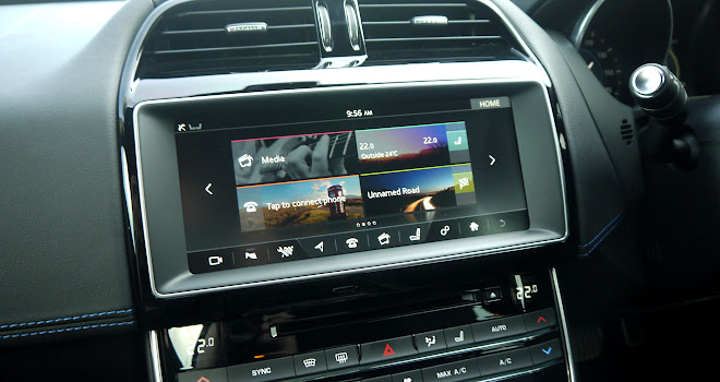Jaguar XE touchscreen