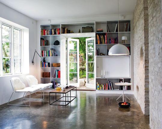 Seesaw huse - Concrete floor living room ...