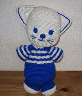 http://knuffels-breien-en-haken.jouwweb.nl/blauw-met-witte-poes