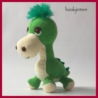 Mini dinosaurio amigurumi