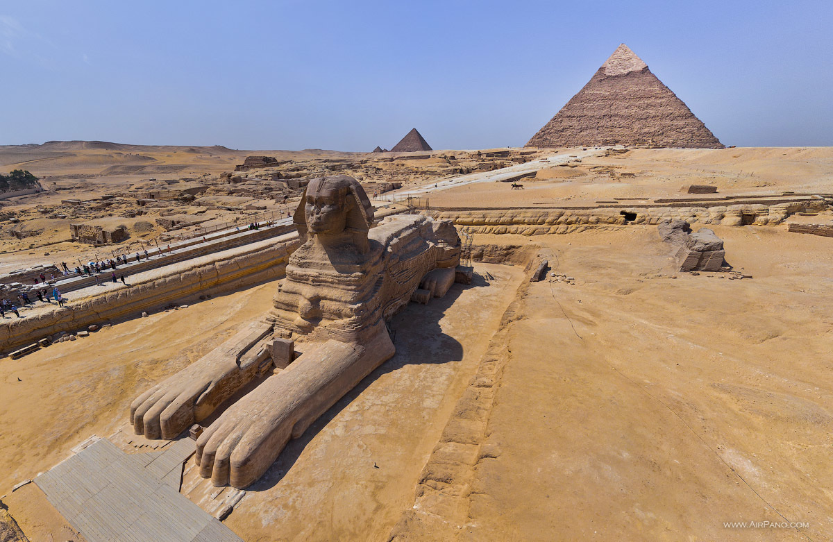 The unmistakable Great Pyramids Of Egypt. - The Seven Wonders Of The World Look Totally Different In These Unique Photos.