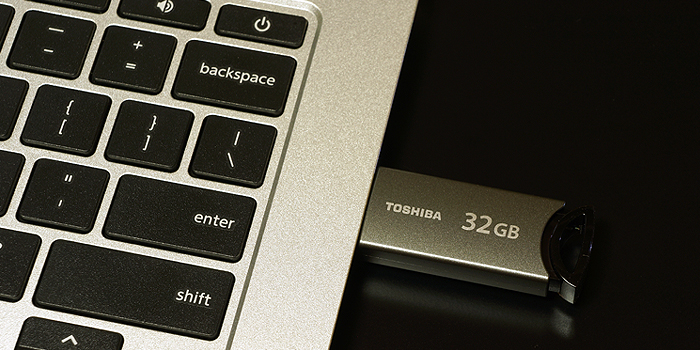 東芝 USBフラッシュメモリ TransMemory-MX(UKA-3Aシリーズ) 32GBモデルを使用してみた感想・評価