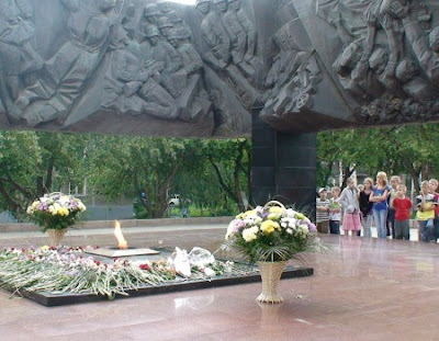http://panorama42.ru/places_of_interest/novokuzneck-vechnyy-ogon-na-bulvare-geroev.html