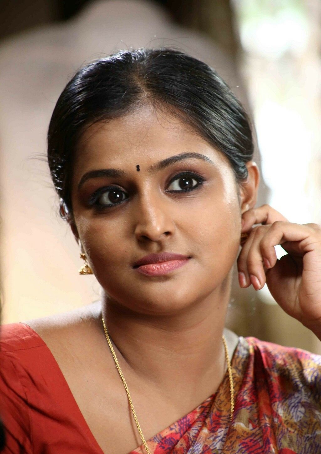 remya nambeesan profile family, wiki age, affairs, biodata, height