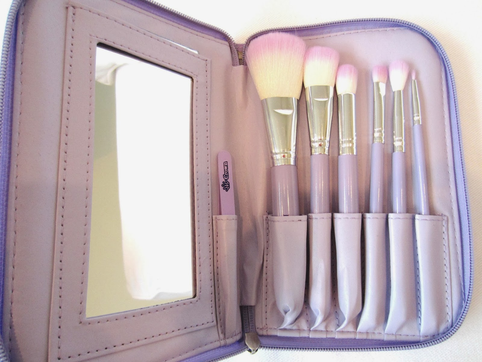 Style, Decor & More: Crown Brush HD Cosmetic Brush Set {REVIEW!}