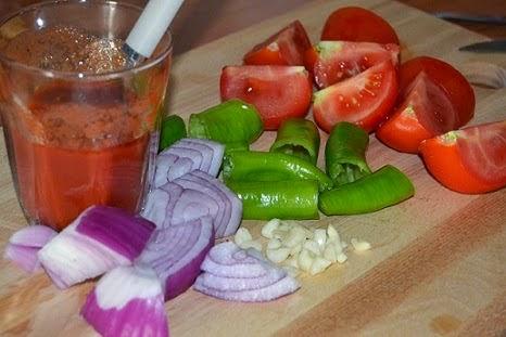котлеты с баклажанами и овощами под соусом
