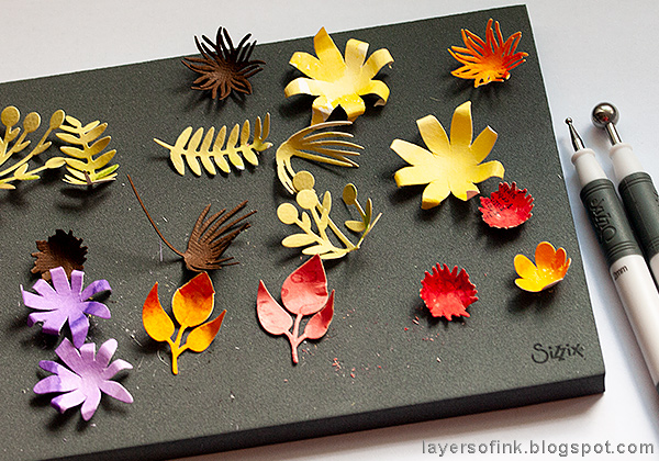 Layers of ink - Autumn Tree with Dimensional Flowers Tutorial by Anna-Karin Evaldsson with Tim Holtz Sizzix Funky Floral