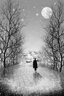 lelaki berjalan ditengah salju