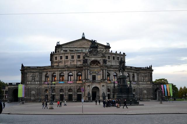 Саксонська державна опера Дрездена. Дрезден, Німеччина (Semperoper, Dresden, Germany)