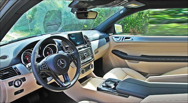 Nội thất Mercedes GLE 400 4MATIC 2019 thiết kế sang trọng và lịch lãm