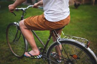 Olahraga ringan seperti bersepeda, mampu menyeimbangkan kadar kolesterol anda