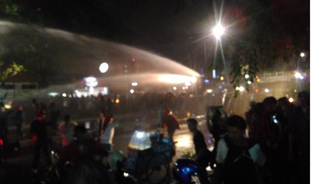 Demo Berakhir Ricuh, Delapan Ahokers Digelandang Polisi