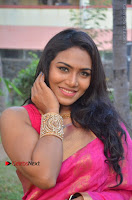 Actress Risha Pos in Pink Silk Saree at Saravanan Irukka Bayamaen Tamil Movie Press Meet  0004.jpg