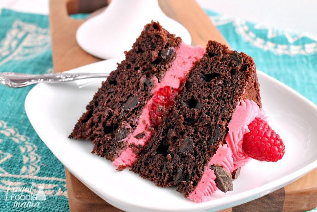 With its rich & chocolaty cake layers frosted with a fresh raspberry buttercream, you certainly cannot go wrong with this crowd-pleasing Chocolate Raspberry Layer Cake for your next party or celebration.