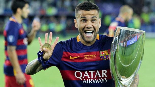 Dani Alves se deshace en elogios hacia sus compañeros en el Barça