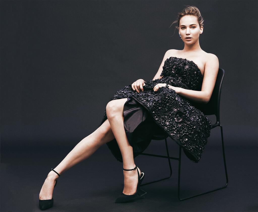 Jennifer Lawrence cantik dan manis pake rok pendek