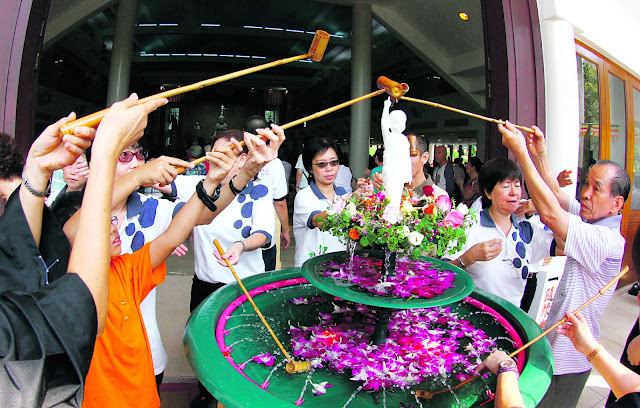 Vesak Day Celebrations In Singapore