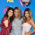 Isabella Giannulli, Lori Loughlin e Olivia Giannulli comparecem ao Teen Choice Awards 2017 no Galen Center em Los Angeles, na California – 13/08/2017