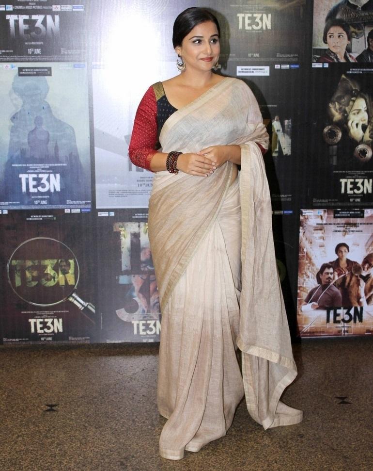 Indian Actress Vidya Balan Hot Long Hair In White Traditional Saree