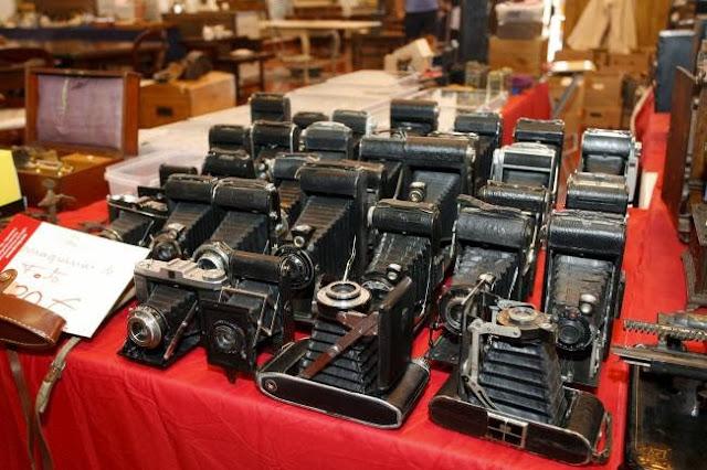 antiguas cámaras de fotografía en Feria Desemblaje de Madrid