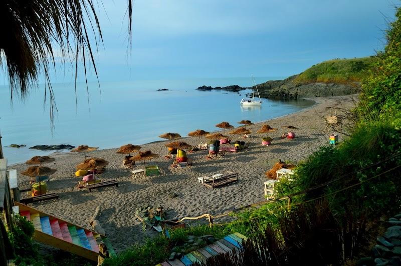 От Бургас до Ахтопол - заведения, плажове и забележителности в един ден