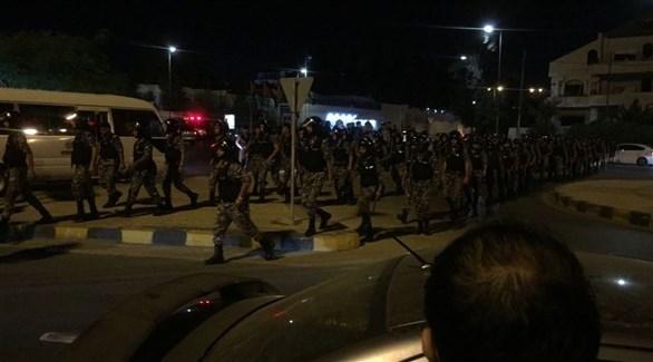 بالفيديو الاحتجاجات تتجدد في الأردن والأمن ينتشر حول مقر الحكومة.؟