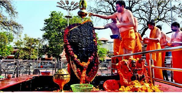 shanidev darshan, shani singnapur temple tour, www.aksharonline.com, akshar infocom 8000999660