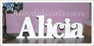 letras de madera infantiles para apoyar Alicia babydelicatessen