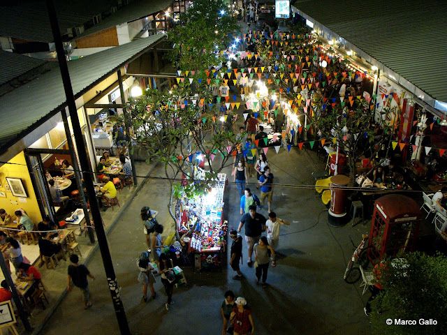 JATUJAK GREEN MARKET, MERCADO NOCTURNO DE FIN DE SEMANA, BANGKOK. TAILANDIA