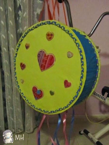 Piñata hippie con corazones