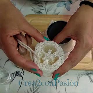 Lufa-para-jabon-rustico-de-glicerina-con-lufa-crea2-con-pasion