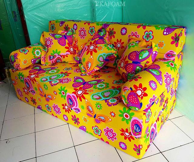 Sofa bed inoac motif kupu-kupu kuning / yellow butterfly saat di fungsikan sebagai sofa inoac