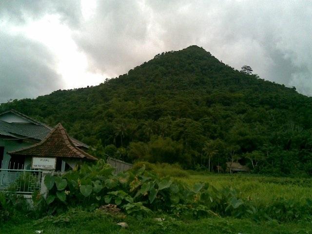 Gunung Roban, Wisata Alam Di Singkawang Yang Wajib Anda Kunjungi