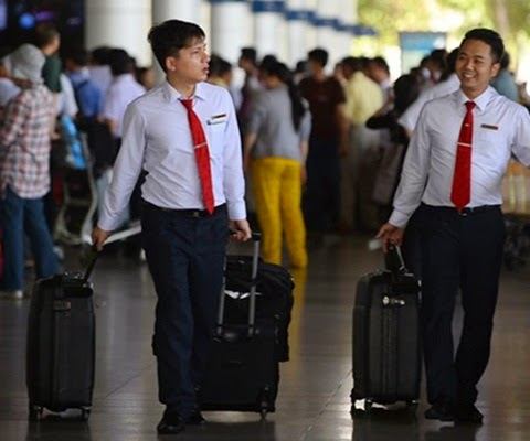 Tiếp viên hàng không hết thời kiếm tiền chui