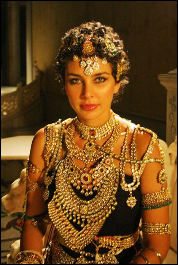 40 Beautiful Women Wearing Heavy Gold Jewelry Stylishwife