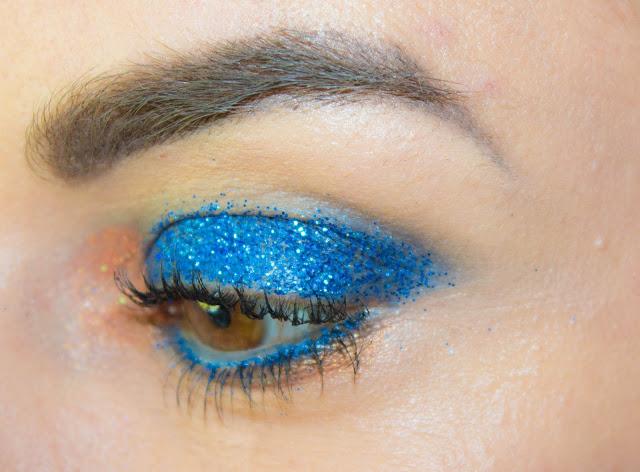 maquillage-yeux-paillettes-bleu