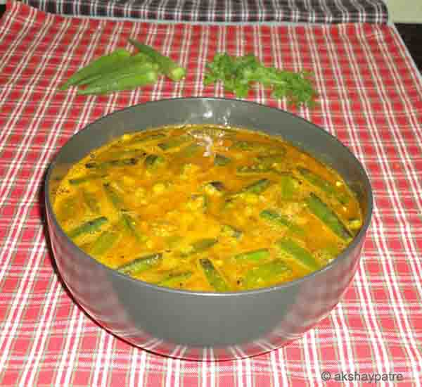 ladies finger sambar in a serving bowl