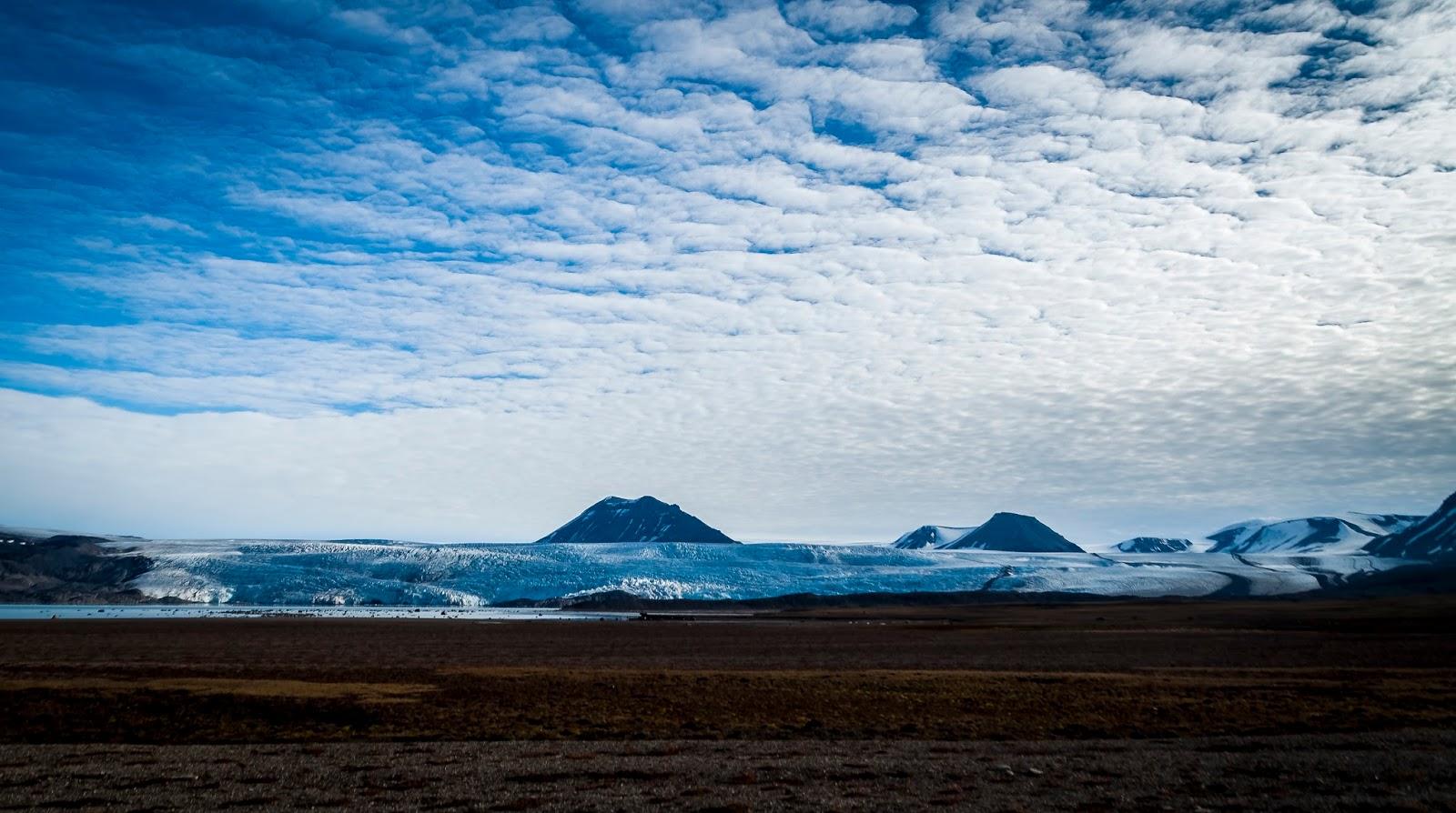 svalbard kayak glacier spitzberg